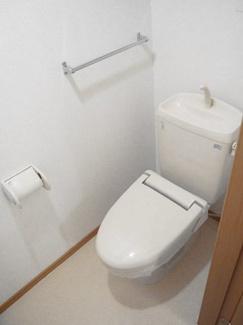 タオル掛けがあるトイレです。