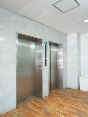 グランドパレス田町のエレベーターです。