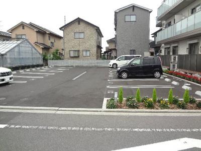 【駐車場】ローズガーデン三上