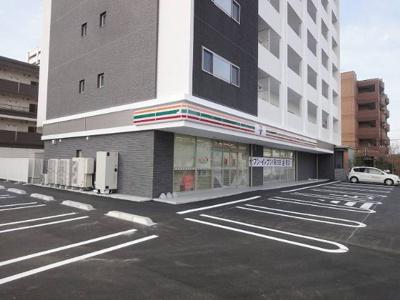 セブンイレブン九大学研都市駅東店まで51m
