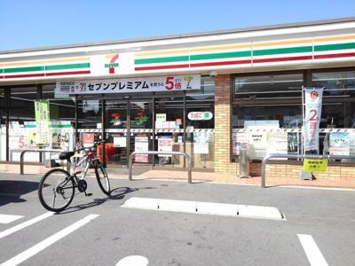 セブンイレブン春日岡本店まで700m