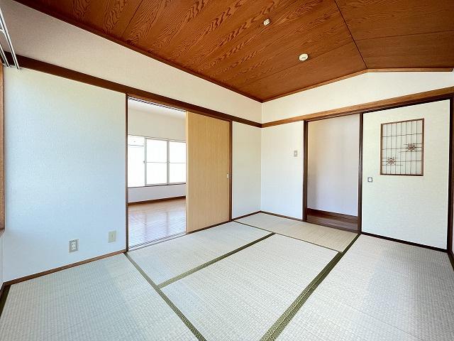 2階・収納スペースのある和室6帖のお部屋です!お部屋がすっきり片付いて快適に!