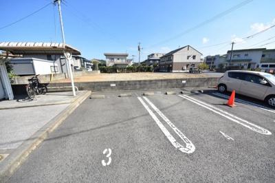 【駐車場】ローズ