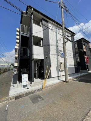 京急本線「花月総持寺駅」徒歩4分の新築アパートです。
