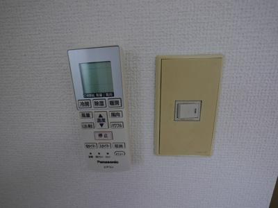 迷子になり易いエアコンのリモコンはこちらにセットを・・・★