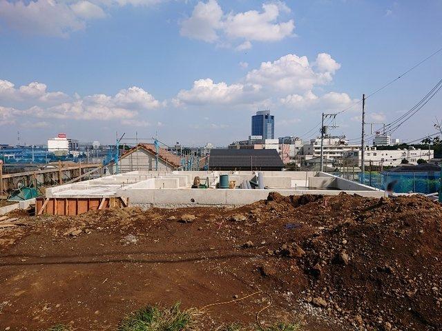 基礎工事が開始しました。ぜひ現地でご確認下さい。