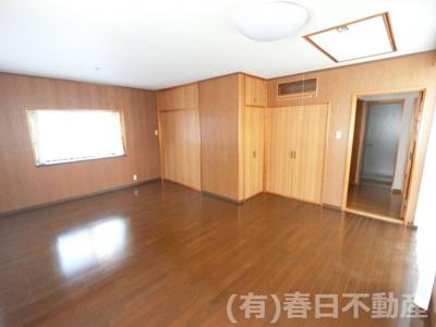 2階 洋室 約13.5帖(小屋裏収納付)