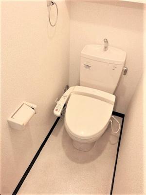 温水洗浄便座のトイレ。
