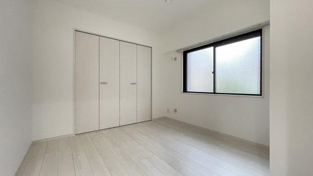 5.3帖の洋室です!角部屋なのでプライベート感があります♪
