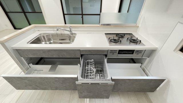 収納スペースたっぷりで食器や食材の保管場所に困りません!