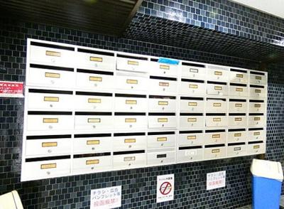 麻布狸穴ナショナルコートのメールボックスです。