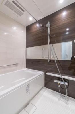 麻布狸穴ナショナルコートの浴室です。