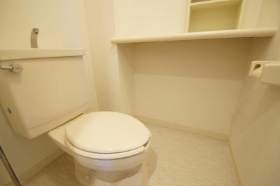 個室タイプのトイレになります。
