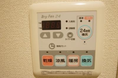 雨の日のお洗濯に便利な「浴室乾燥機」です。