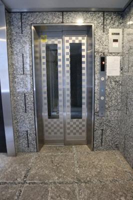 エレベーター付きで8階までも楽々ですね♪