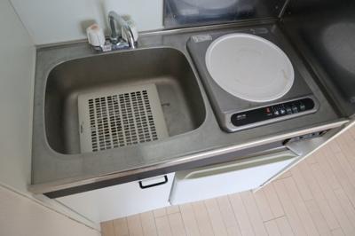ミニ冷蔵庫付きのキッチンです(*^-^*)