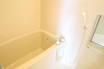 風呂(別の部屋の画像です)