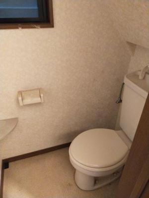 1階のトイレです。 窓が付いていて採光と通風を取り込めますね♪