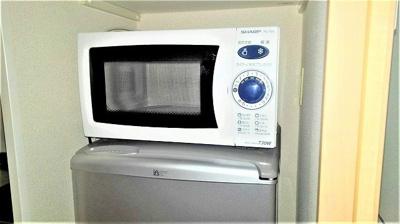 電子レンジと2ドアタイプの冷蔵庫付です