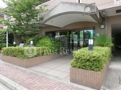 【エントランス】コゥジーコート寺山