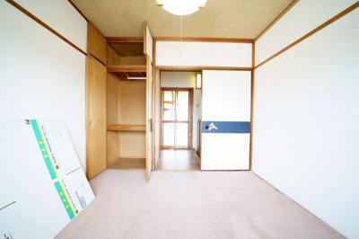北西側、約4.5帖の和室です。