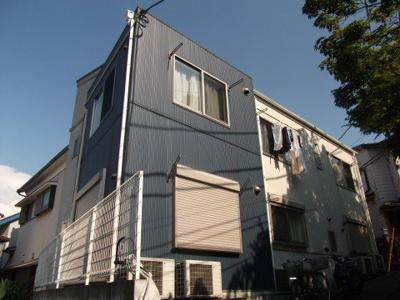 「礼金0円・敷金0円・駅から徒歩5分」のアパートです。