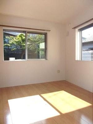 角部屋・二面窓の明るいお部屋。