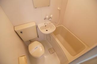 日々の疲れを癒すお風呂付です ※同間取りの別部屋の写真です