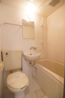 コンパクトで使いやすいトイレです ※同間取りの別部屋の写真です