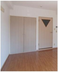 収納のためのスペースです ※同間取りの別部屋の写真です