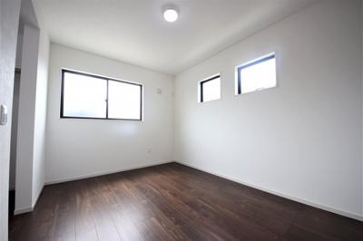 2号棟 コンパクトで使いやすい洋室です