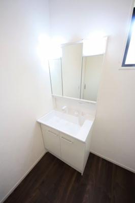 2号棟 独立洗面台あり、毎朝おしゃれに忙しい女性の方におすすめです