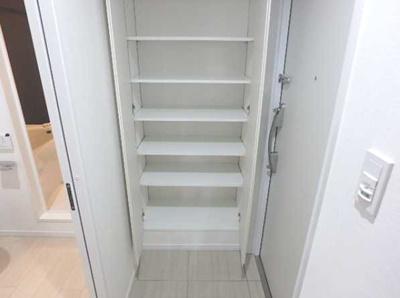 【玄関】LUORE三宿 築浅 浴室乾燥機 独立洗面台 南向き