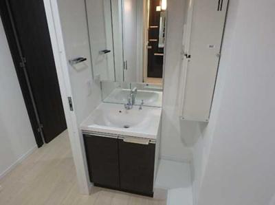 【洗面所】LUORE三宿 築浅 浴室乾燥機 独立洗面台 南向き