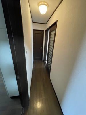 廊下部分は自動照明になります。