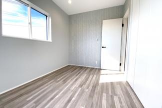 《洋室5.5帖:南側》全室に収納が完備されていますので、お部屋が広く使えますね。