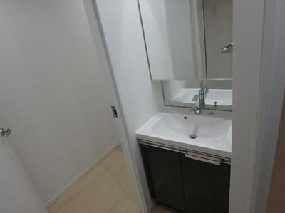 【洗面所】LUORE三宿 新築 浴室乾燥機 南向き ネット無料賃貸