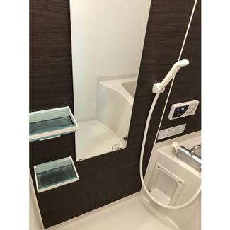 落ち着いた空間のお風呂です。浴室乾燥暖房完備です