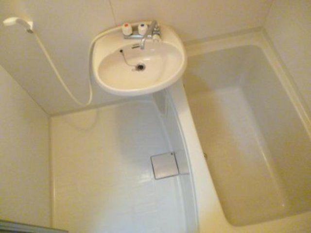 【浴室】最寄り駅まで約8分!京都市中京区の収益物件