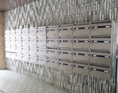 ライオンズマンション南烏山のメールボックスです。