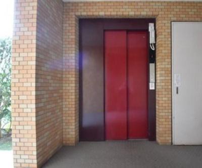 ライオンズマンション南烏山のエレベーターです。