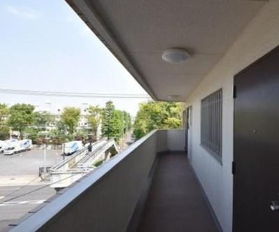 ライオンズマンション南烏山の共用廊下です。