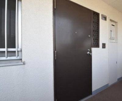 ライオンズマンション南烏山の玄関扉です。