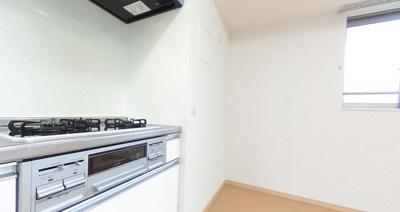 【キッチン】リバーサイドガーデン