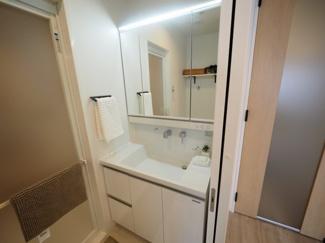 清潔なパウダールームは身だしなみチェックや肌のお手入れに最適です。 令和3年9月13日撮影