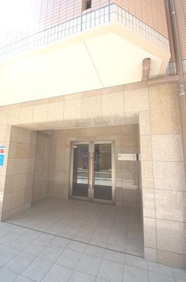 「マンション入口」