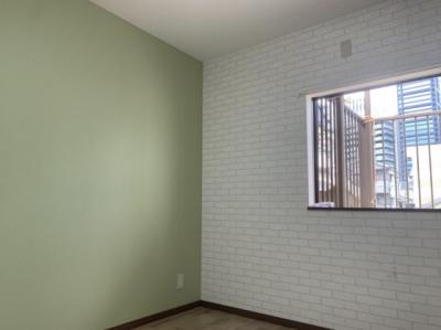 洋室(5.0帖):西向きの採光が入るお部屋です。