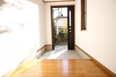 玄関も余裕のある広さで、シューズボックスを置くスペースは十分にあります。