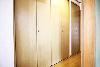 【廊下収納】廊下に大容量の収納完備