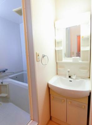 浴槽も広いバスルーム